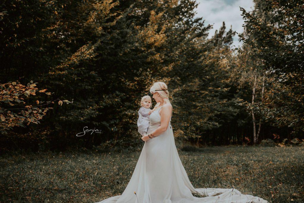 S princesko se pripravljava na fotografiranje dojenja