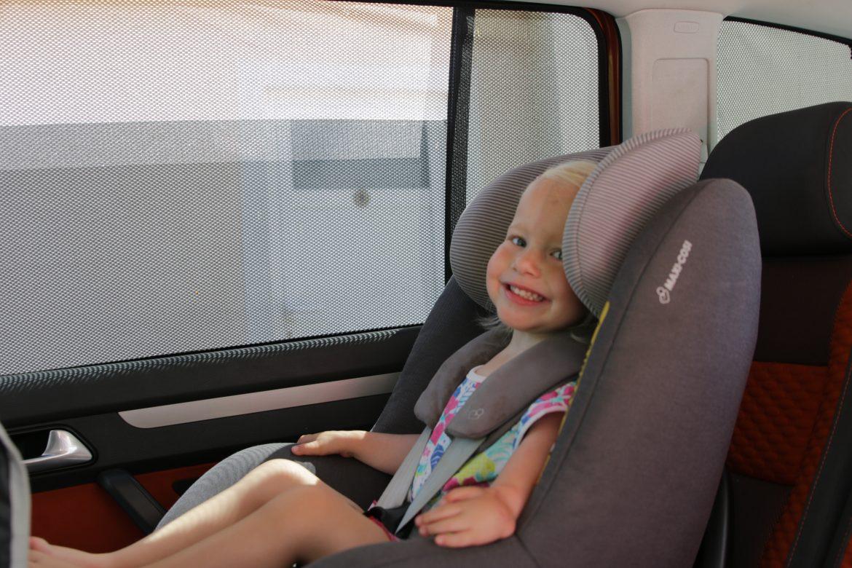Jerca sedaj uživa v avtu, ko ima senčnike