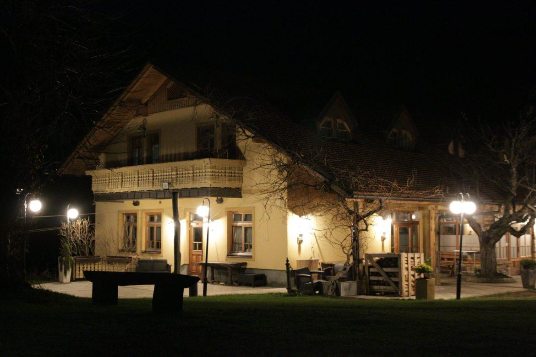 Gostišče Smogavc v jasni noči