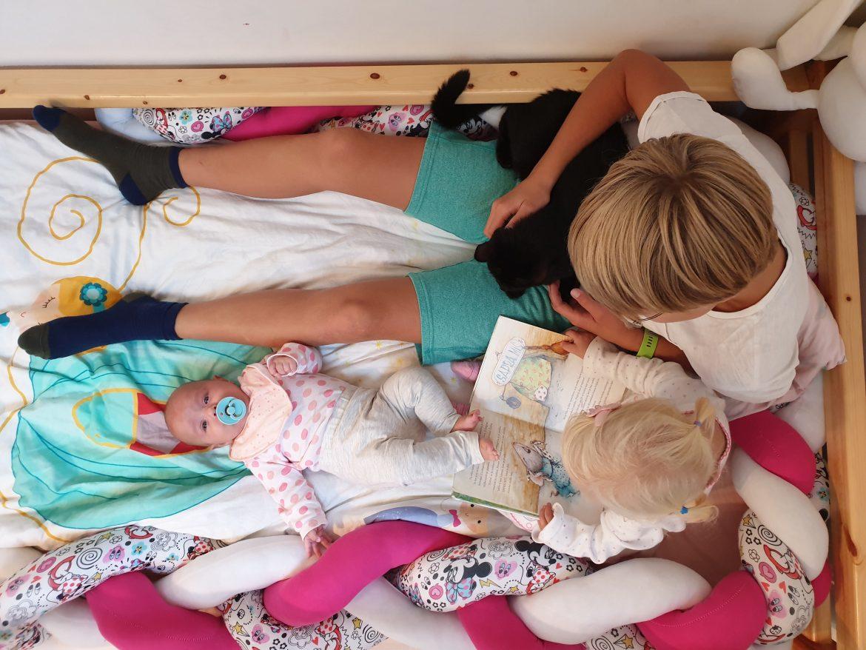 Trije otroci, ena soba