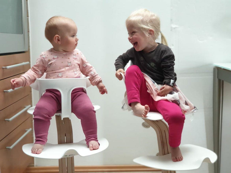 Jagoda in Jerca na stolčku Nomi